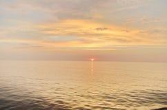 Widok na ocean w pogodnym letnim dniu Zdjęcia Stock