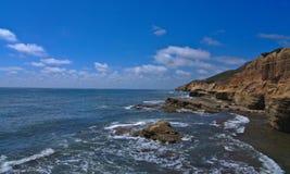 Widok na ocean z g?rami zdjęcia royalty free