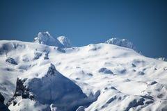 Widok na pięknym snowcapped skalistym pasmie górskim w Pyrenees, France Fotografia Royalty Free