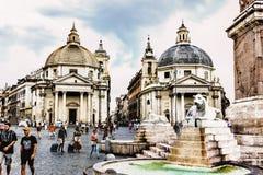 Widok na piazza Del Popolo i Bliźniaczych kościół od fontanny zdjęcie royalty free