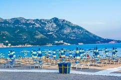 Widok na plażowym morzu i górze w Montenegro Obraz Royalty Free
