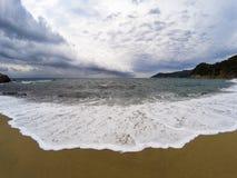 Widok na plaży na burzowym dniu Obraz Royalty Free