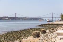 Widok na Ponte de 25 abril w Lisbon Zdjęcie Royalty Free