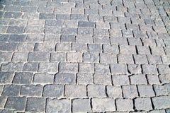 Widok na popielatym granitowym brukowego kamienia kwadrata kształcie zdjęcie royalty free