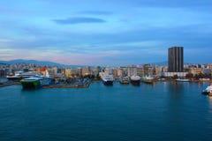 Widok na porcie w Piraeus Ateny, Grecja - 27 04 2016 zdjęcia stock