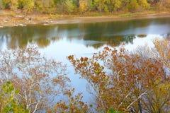 Widok na Potomac brzeg rzeki w jesieni Zdjęcia Royalty Free