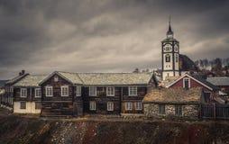 Widok na Roros kościół Norweska oryginalna architektura Minować zdjęcia stock
