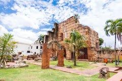 Widok na ruinach szpital St Nicolas Bari, Santo Domingo, republika dominikańska Odbitkowa przestrzeń dla teksta fotografia stock