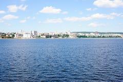 Widok na Saratov mieście od Volga rzeki Rosja fotografia stock