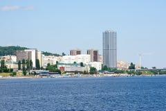 Widok na Saratov mieście od Volga rzeki Rosja obrazy royalty free