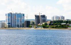 Widok na Saratov mieście od Volga rzeki Rosja zdjęcie stock