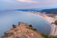 Widok na Sarayskiy plaży przy wschodem słońca i zatoce baikal jeziora baikal jezioro olkhon Rosji wyspy Rosja Zdjęcia Royalty Free