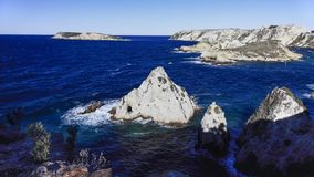 Widok na skale i San Nicola wyspie Tremiti, W?ochy zdjęcie royalty free