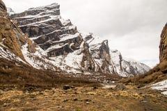 Widok na sposobie Annapurna Podstawowy Obozowy teren Zdjęcie Royalty Free