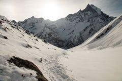 Widok na sposobie Annapurna Podstawowy Obozowy teren Zdjęcia Royalty Free