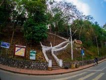 Widok na sposobie w phusi wzgórzu, góra Phousi, Luang Prabang, Laos obraz stock