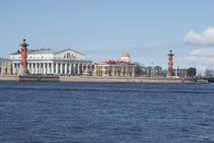 Widok na Strelka Vasilyevsky wyspa, może dzień saint petersburg Zdjęcia Royalty Free