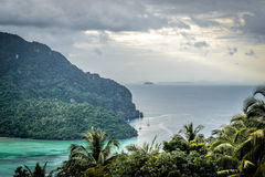 Widok na tropikalnej Phi Phi wyspie Zdjęcia Stock