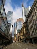 Widok na ulicie przez pieniężnego okręgu w Frankfurt magistrala - Am - obrazy royalty free