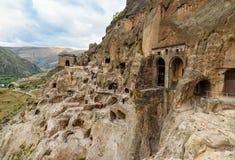 Widok na Vardzia jamy monasterze Gruzja fotografia stock