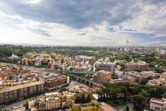Widok na watykanie i Rzym od St Peter ` s katedry zdjęcie royalty free