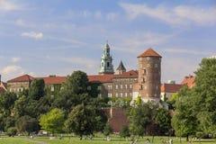 Widok na Wawel Vistula i kasztelu Królewskich bulwarach, Krakowskich, Polska Fotografia Stock