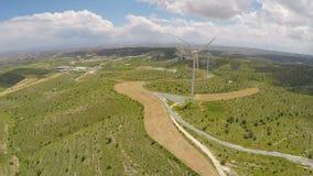 Widok na wiatrowym gospodarstwie rolnym w Cypr, życzliwe alternatywy produkcja energii zbiory wideo