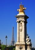 Widok na wieży eifla od mosta Alexandre III w Paryż Obrazy Stock