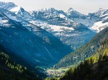 Widok na wiosce w skalistej dolinie Obrazy Royalty Free