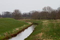 Widok na wykopaliska wypełniał z wodą w rhede emsland Germany zdjęcie royalty free