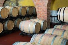 Widok na wytwórnia win lochu z win drewnami Obrazy Stock
