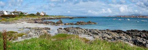 Widok nabrzeżne i turkusowa woda na wyspie Iona w Soctland obraz royalty free