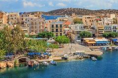 Widok nad Agios Nikolaos schronieniem, Crete Zdjęcie Stock