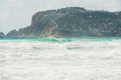 Widok nad Alanya kasztelu wzgórzem i burzowym morzem śródziemnomorskim Obraz Stock