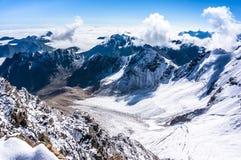 Widok nad chmurami i górami Obrazy Royalty Free