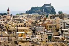Widok nad dachowymi wierzchołkami Corfu miasteczko Zdjęcie Stock