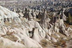 Widok nad doliną z jamą mieści, w Cappadocia, Turcja Zdjęcia Stock
