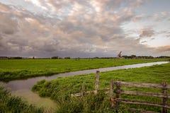 Widok nad holenderskim polderu krajobrazem w Zielonym sercu Holandia zdjęcia stock