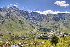 Widok nad Kazbegi zdjęcie stock