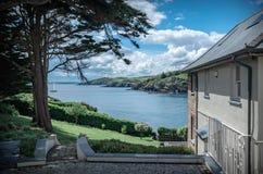 Widok nad Kornwalijskim wybrzeżem na pięknym letnim dniu Obrazy Royalty Free