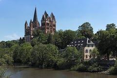 Widok nad Lahn rzek? Limburg Katedralny Limburg Hesse Niemcy zdjęcia stock