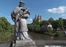 Widok nad Lahn rzek? Limburg Katedralny Limburg Hesse Niemcy obraz stock