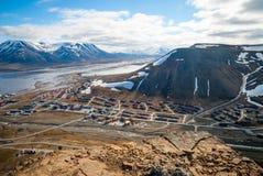 Widok nad Longyearbyen od above, Svalbard Zdjęcie Stock