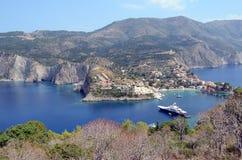 Widok nad patrzeć Assos, Kefalonia, Grecja Obrazy Royalty Free