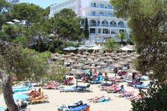 Widok nad plażą i hotelem Zdjęcie Stock