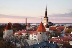 Widok nad średniowiecznym Tallinn Starym miasteczkiem w Estonia Zdjęcia Royalty Free