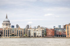 Widok nad Thames z Saint Paul katedrą Zdjęcia Royalty Free