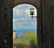 Widok nad Tuscany krajobrazem od alei obraz stock