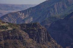 Widok nad Vorotan Gorgewith Rzeczną Dzwonkową kaplicą od Tatev monasteru obraz royalty free