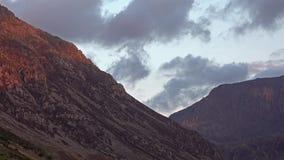 Widok Nant Ffrancon przepustka przy Snowdonia parkiem narodowym, Gwynedd, Walia, Zjednoczone Królestwo zbiory wideo